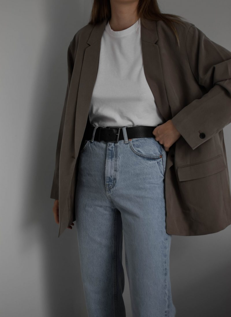 oversized blazer and highwaisted jeans vintage style