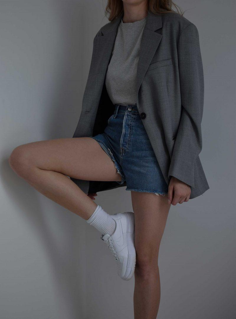 katarinavidd katiquette grlfrnd denim shorts, perfect highwaisted denim shorts for summer, jeans, revolve review