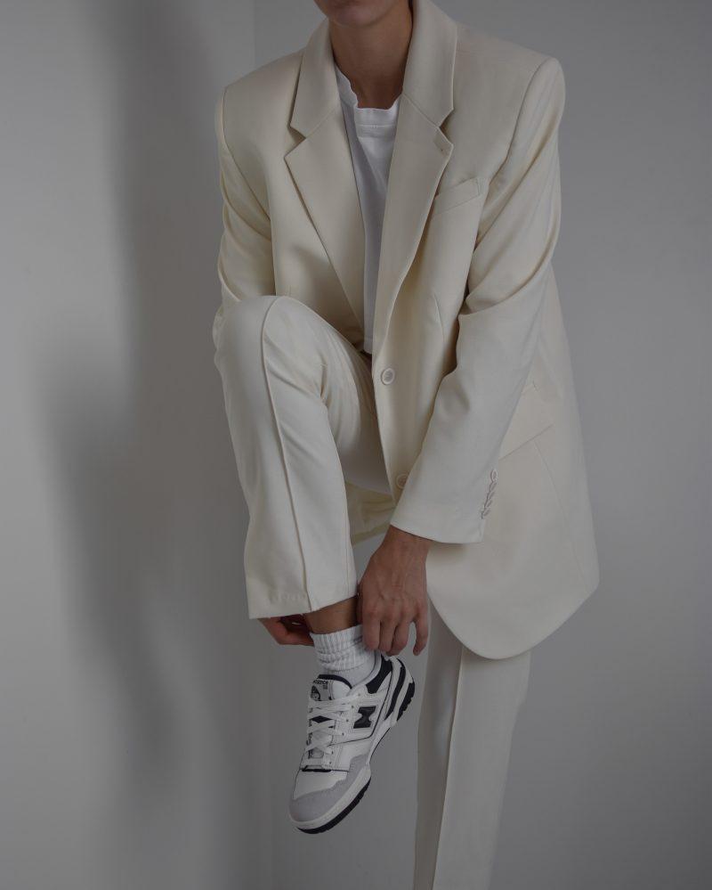 L'ACADEMIE dylan suit, nude suit, oversized blazer, new balance 550 navy